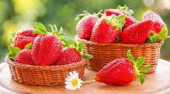鲜嫩欲滴的草莓上市,肾友:我能吃吗?